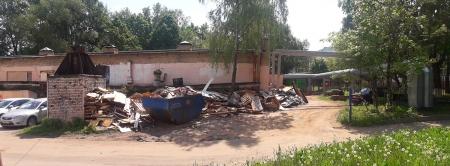 Навалы промышленного и бытового мусора в мкр Чернево-1 рядом с Детским садом №25.