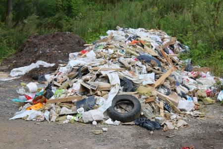 Свалка промышленного мусора возле дороги недалеко от мкр Изумрудные холмы!