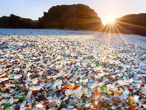Редкий случай, когда мусор запрещают убирать! …Бухта стеклянная (Приморский край, г. Владивосток)